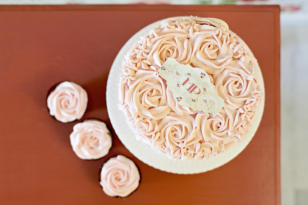 diseno-bakery-logrono-tarta-rosas-etiqueta